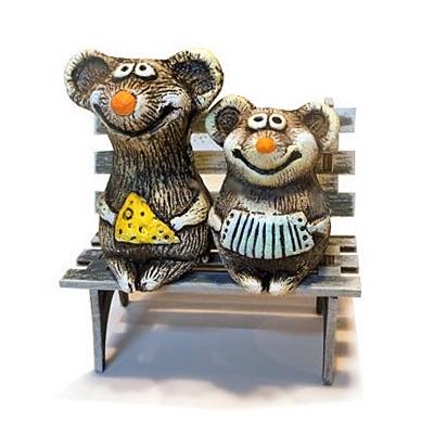Мышки на скамейке