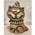 Кот в шапке сидящий