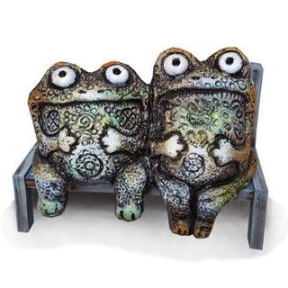 Лягушки на скамейке