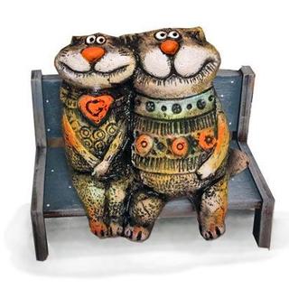 Коты влюблённые на скамейке