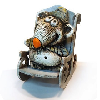 Мышонок мечтатель в кресле-качалке